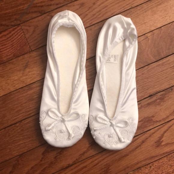 6be9dae11b2 Isotoner satin pearl embellished slippers. Lg 8/9